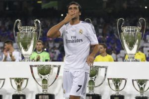hi-res-177224343-raul-the-former-real-madrid-player-acknowledges-the_crop_north